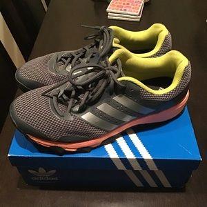 Adidas duramo 7 sneakers worn 3 times grey/white